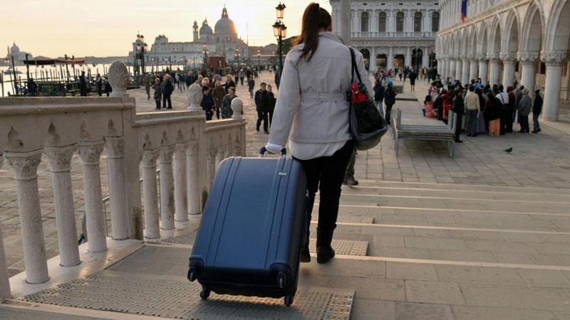 valigia con o senza rotelle